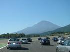 富士山に向かいファミリー走行中